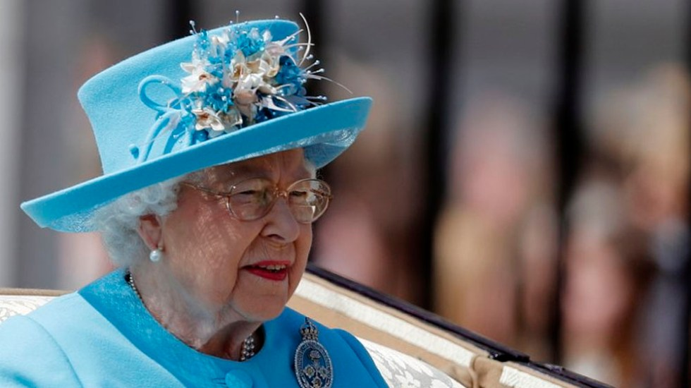 Celebran cumpleaños de Reina Isabel II con desfile militar - Foto de AP