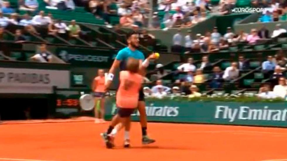 #Video Tenista arrolla a recogepelotas en Roland Garros