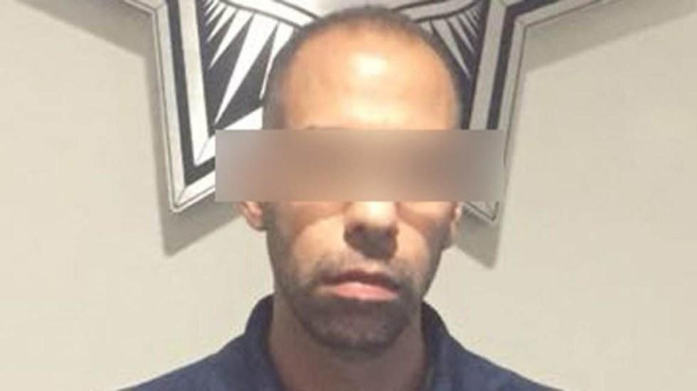 Detienen en el AICM a presunto pederasta fugitivo de Texas - Foto especial