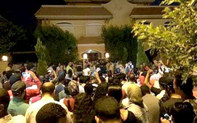 Filtran dirección de Salah y cientos de aficionados lo visitan - Foto de Twitter