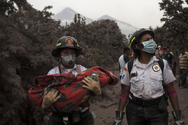Suman 69 muertos por erupción de Volcán de Fuego en Guatemala - Foto de AP