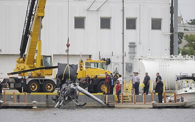Piloto de helicóptero muere tras desplomarse por choque con cables - Foto de AP