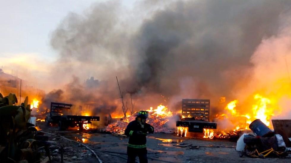 Controlan incendio en maderería de Iztapalapa - Foto de @vialhermes