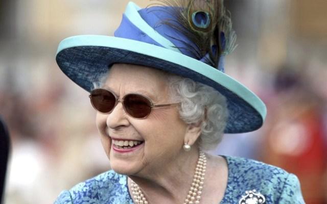 Muere el doctor de Isabel II en accidente de auto - Foto de AP