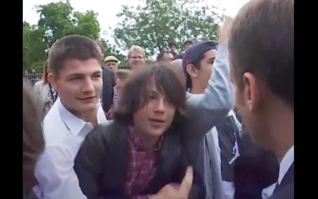 "#Video ""Me llamas señor presidente"": Macron a joven que intentó burlarse"