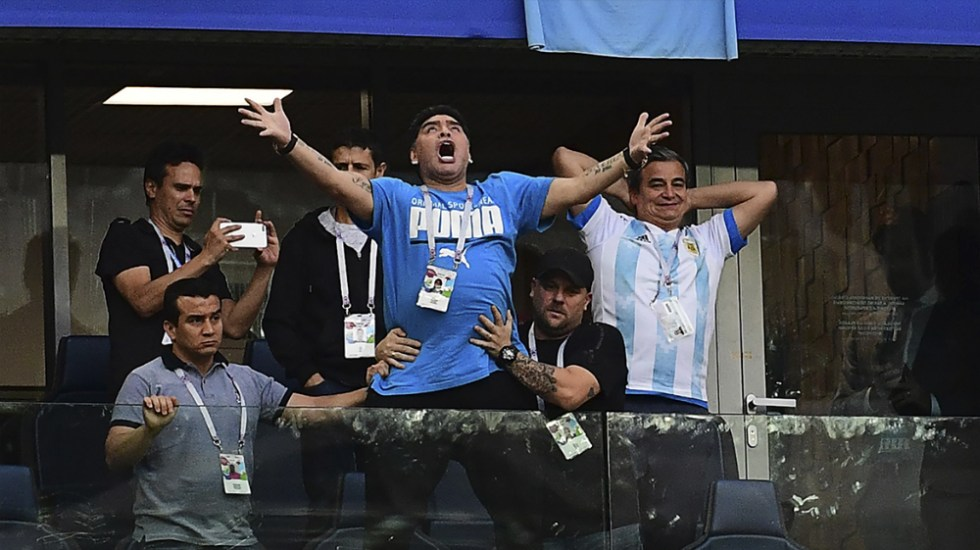 FIFA pide a Maradona comportarse en eventos - Foto de AFP