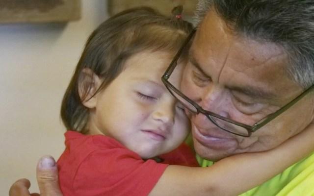 Migrante narra cómo fue separado de su hija en EE.UU. - Foto de AP