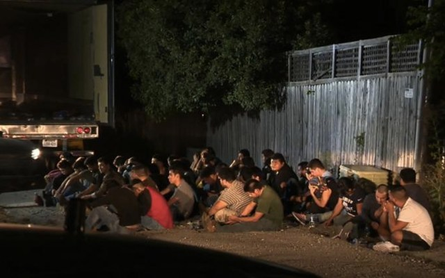 Hombre compra pizzas para migrantes detenidos por la Patrulla Fronteriza - Foto de CNN
