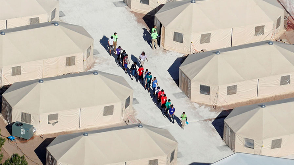 EE.UU. interna a migrantes en 'campos de concentración': Ocasio-Cortez - Niños migrantes centros detención Estados Unidos. Foto de The Atlantic