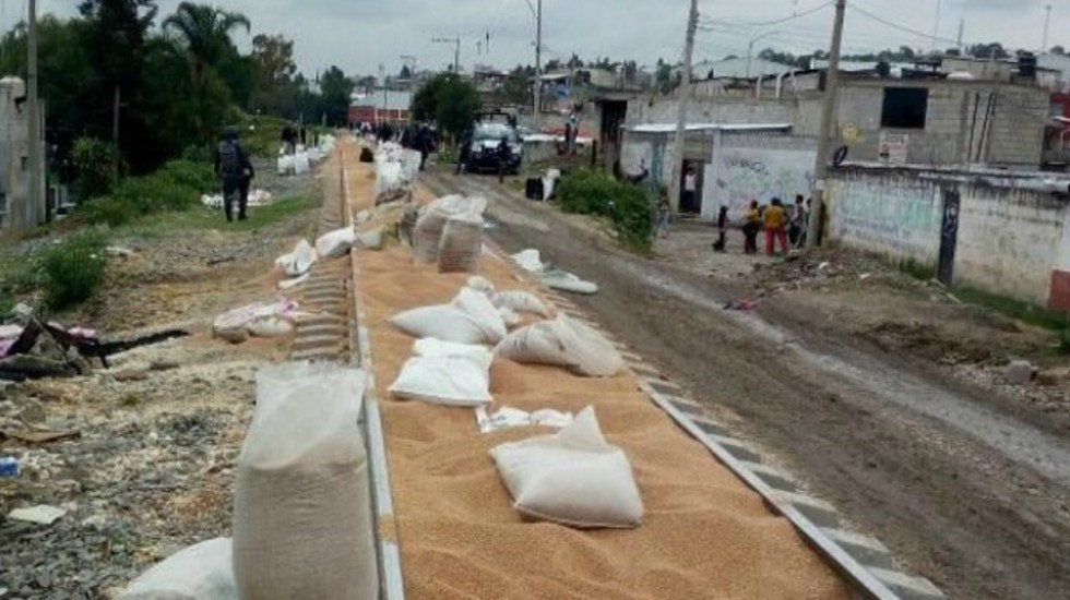 Saquean 50 toneladas de trigo de tren en Puebla - Foto de e-consulta