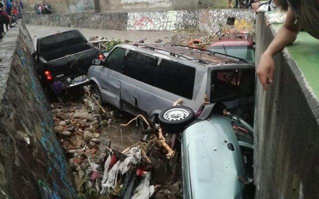 Huracán Bud generará tormentas muy fuertes en al menos cinco estados - Así las calles de Zapopan, a la altura de canal pluvial en Balcones de la Cantera. Foto de @TalaNoticias