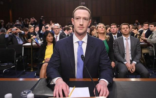 """Seis accionistas de Facebook llaman """"dictador"""" a Mark Zuckerberg - Foto de archivo"""