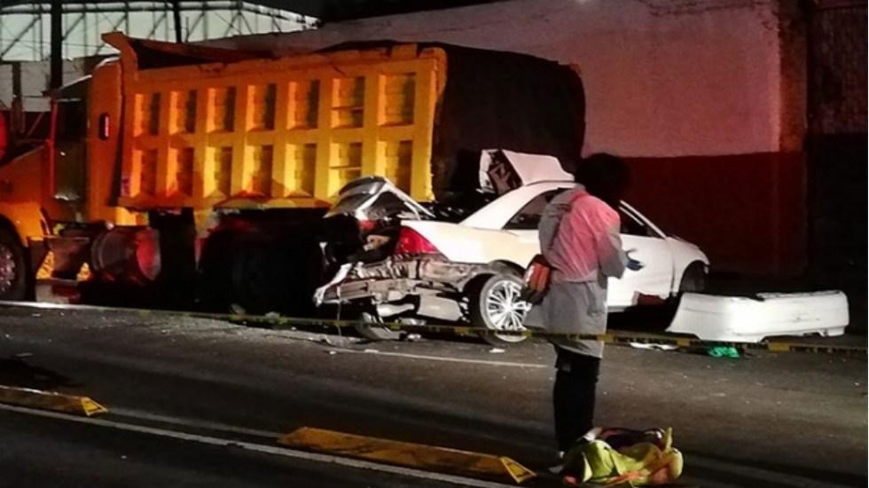 Muere pareja tras estrellarse contra camión en la GAM - Foto de Excélsior