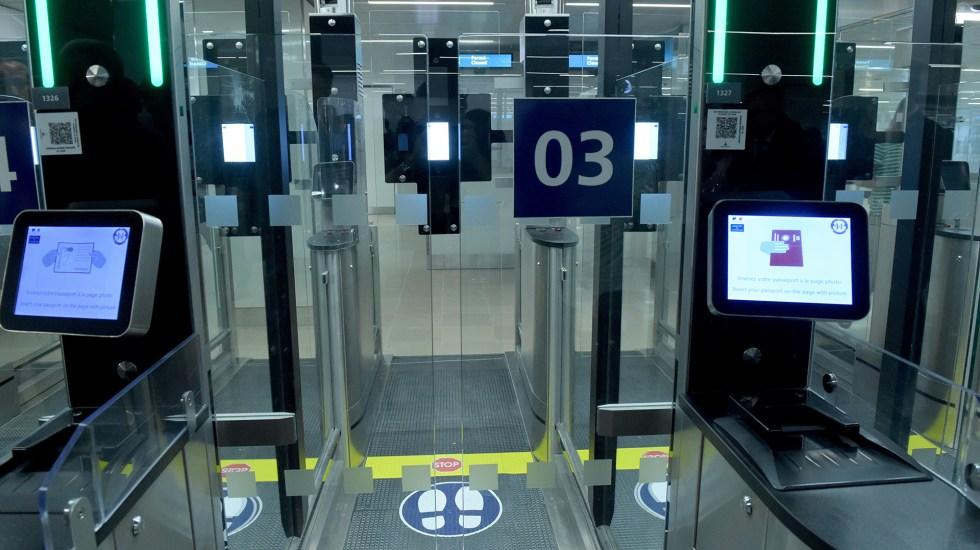 Instalan sistemas de reconocimiento facial en aeropuertos parisinos - Foto de AFP/Eric Piermont