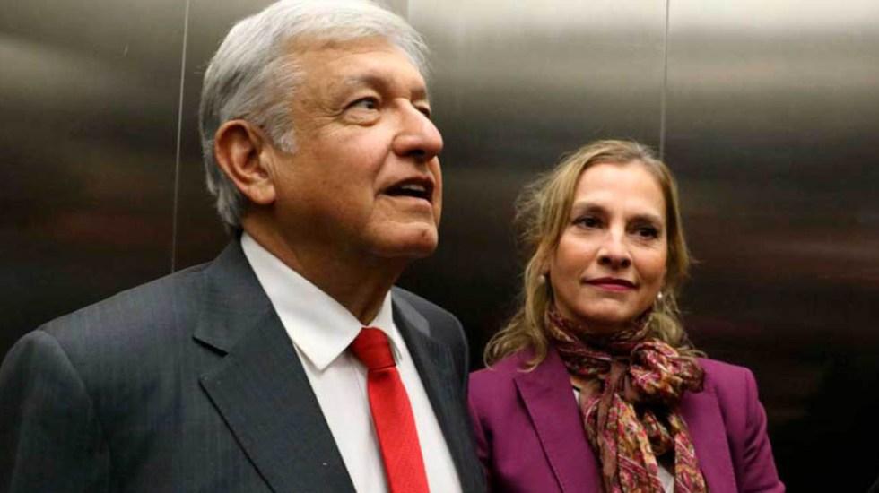 Beatriz Gutiérrez Müller pide al INE investigar financiamiento a bots - AMLO y Beatriz Gutiérrez Müller. Foto de internet