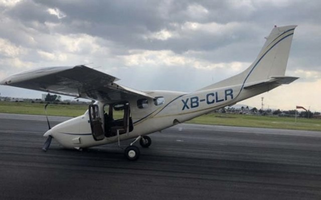 Avión pequeño realiza aterrizaje de emergencia en aeropuerto de Toluca - Foto de Excélsior