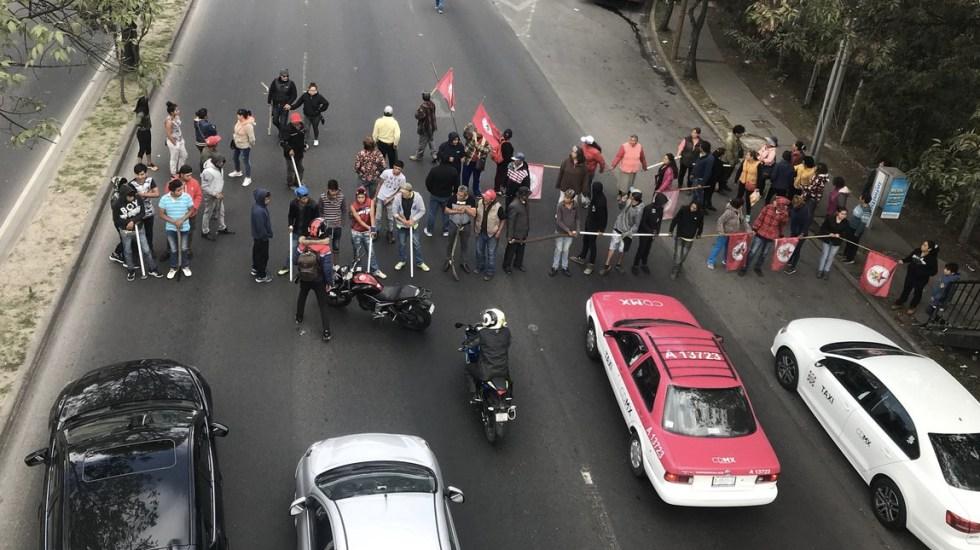 Campesinos bloquean Constituyentes en ambos sentidos - Foto de @CharroTaurino