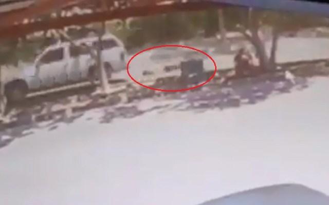 #Video Cadáver cae de cajuela y es arrastrado en persecución - Foto Captura de Pantalla