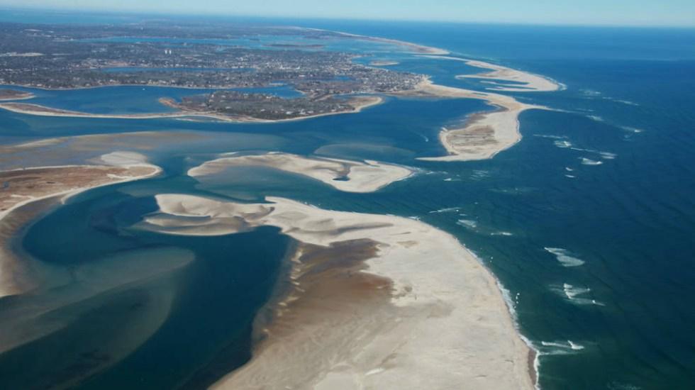 Asegura NASA que 24 por ciento de las playas de la Tierra se están erosionando - Cape Cod National Seashore es un área marina protegida, hogar de una variedad de ecosistemas con diversas plantas y animales. Foto de NASA