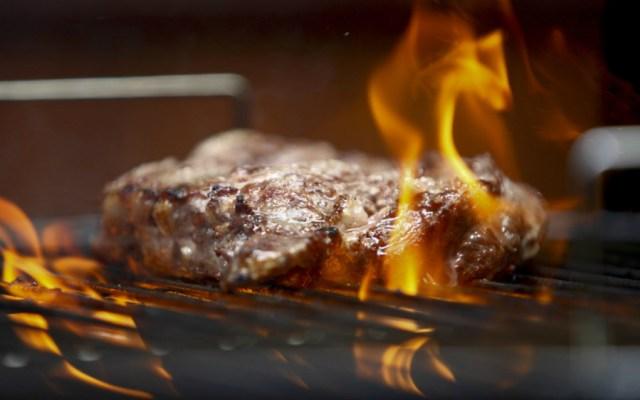 También la carne asada puede ser un platillo saludable: IMSS - Foto de AP