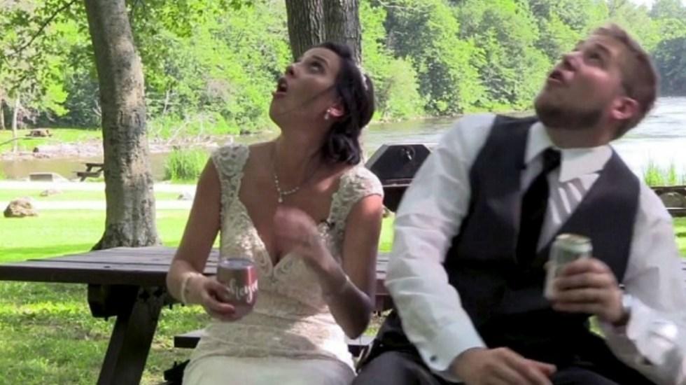 #Video Recién casados se libraron de ser heridos por rama de árbol - Foto de Facebook