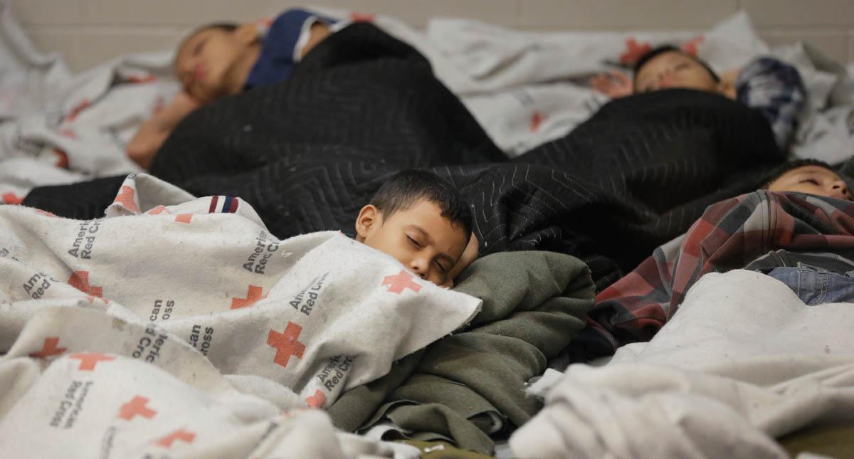 Niños separados de sus padres migrantes en albergues. Foto de internet