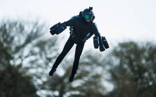 El hombre que se construyó un traje volador tipo Iron Man - Foto de Gravity