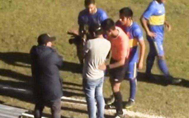 """#Video Árbitro recurre al """"VAR"""" durante partido local en Perú - Captura de Pantalla"""