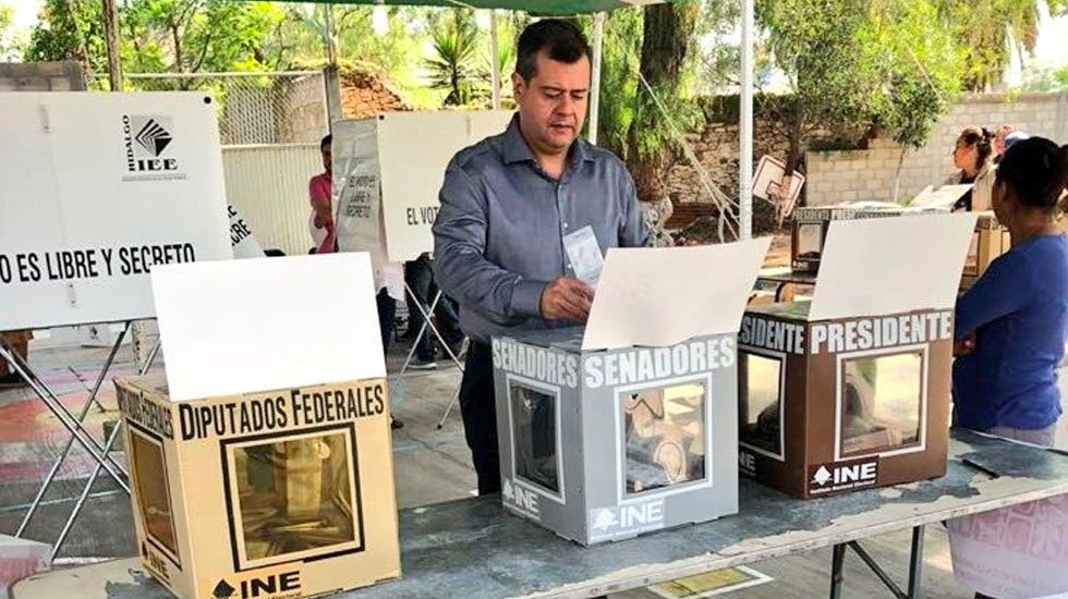 José Ramón Amieva votó en Hidalgo - Foto de Twitter