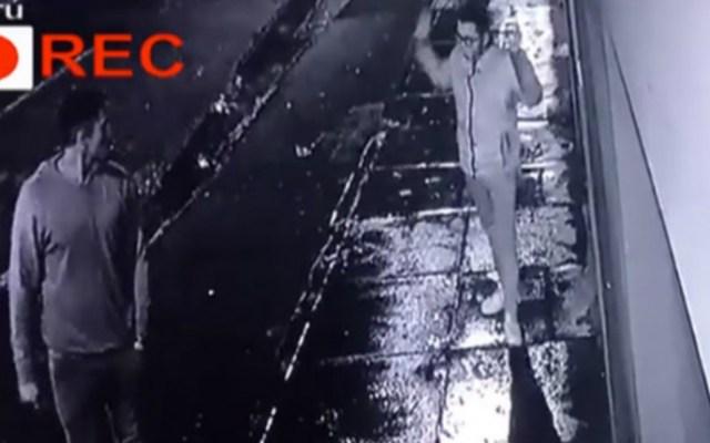 #Video Joven avienta celular a una casa para evitar ser asaltado