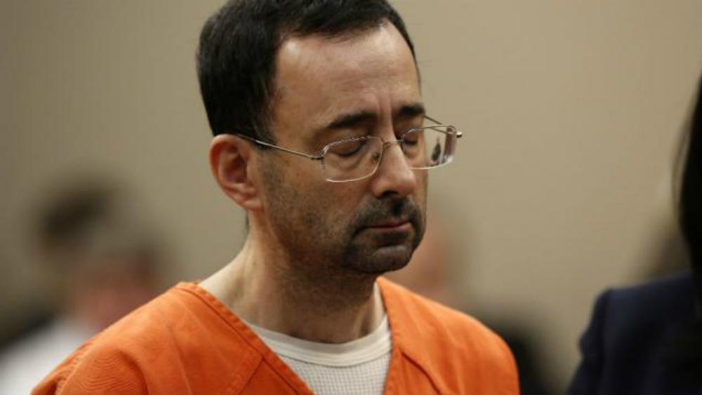 Agreden en prisión a exmédico del equipo de gimnasia de EE.UU. acusado de abuso - Foto de The Hill