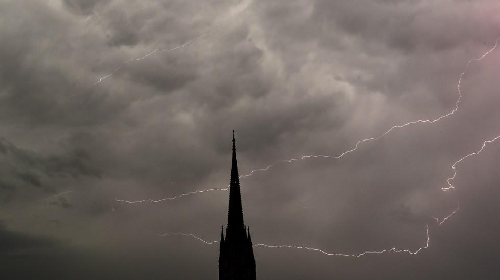 Mega tormenta deja un muerto y 136 mil casas sin luz en Francia - Foto de AFP/ Nicolas Tucat