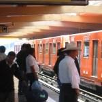 Mujer se suicida saltando a las vías de la estación Normal