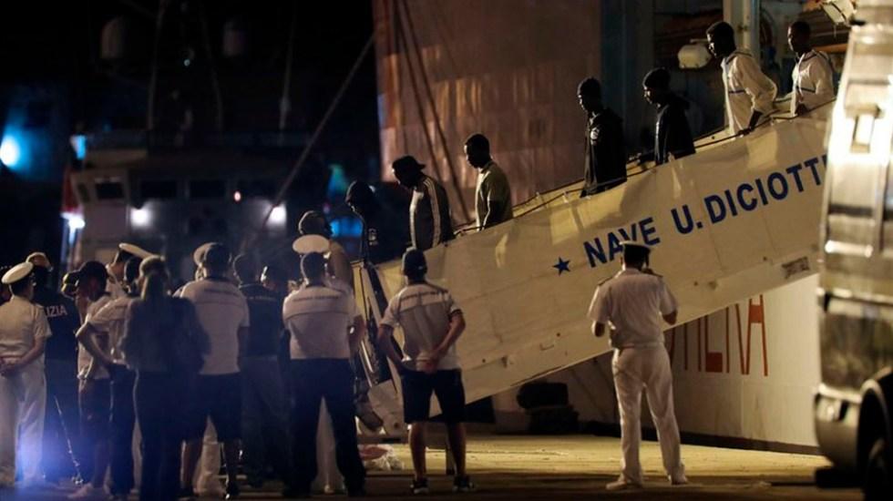 Presidente de Italia desbloquea desembarco de migrantes - Foto de AP