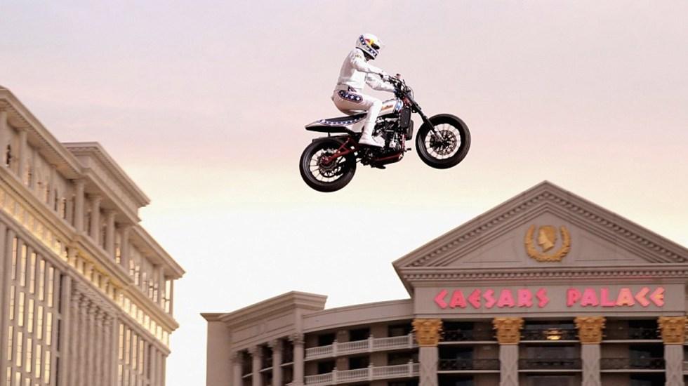 #Video Motociclista salta las fuentes del Caesars Palace - Foto de History