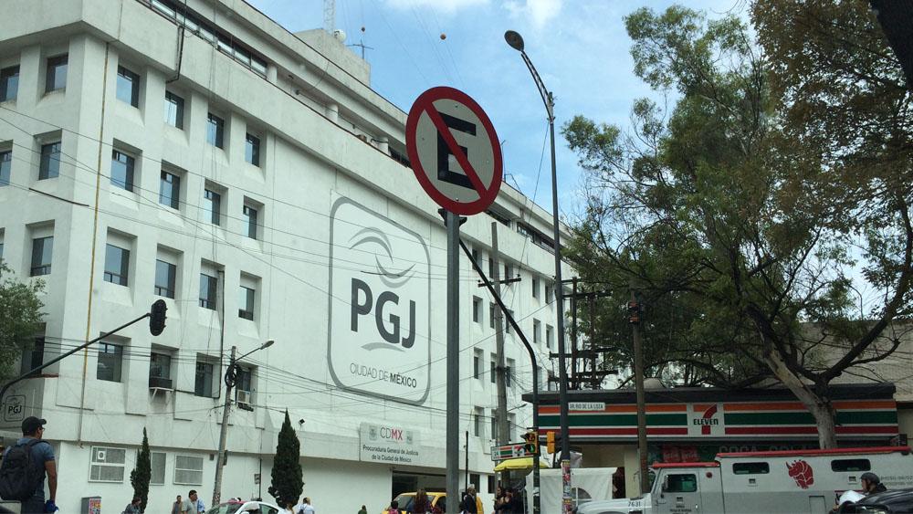 Sacan de hospital privado a agentes de la PGJ por no tener seguro - pgj