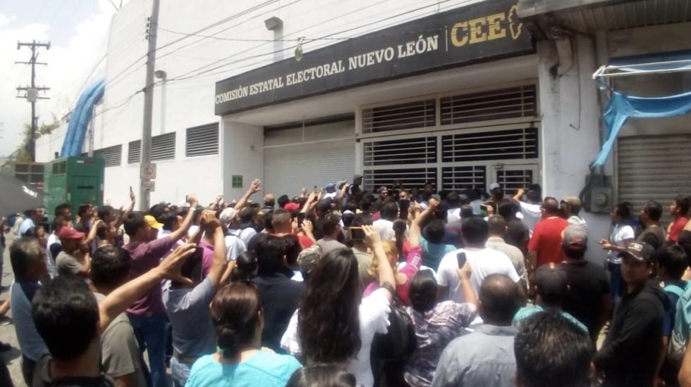 Se manifiestan en Monterrey por falta de boletas - Foto de Milenio
