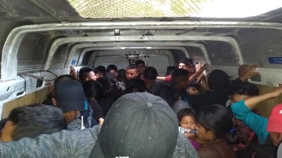 Rescatan a 53 migrantes abandonados dentro de camioneta en Tabasco - Foto de SSP Tabasco