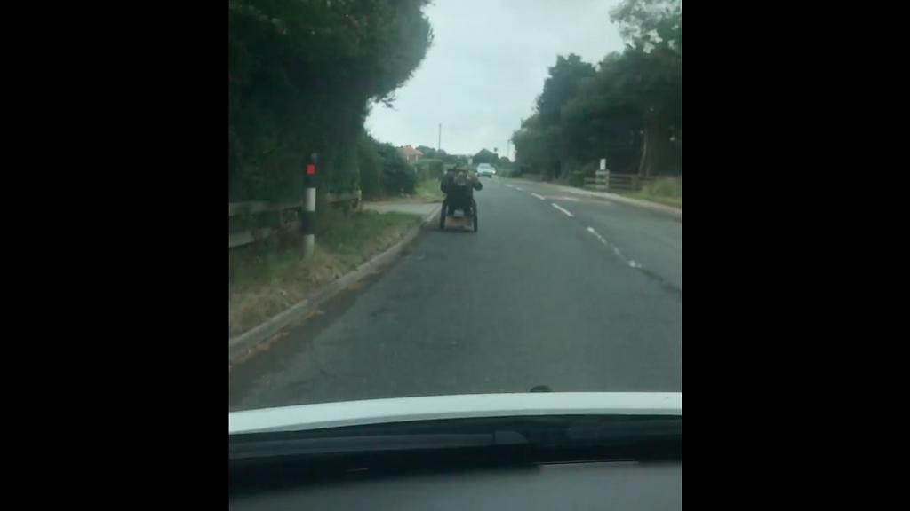 #Video Silla de ruedas supera los 60 kilómetros por hora en Inglaterra - Captura de pantalla