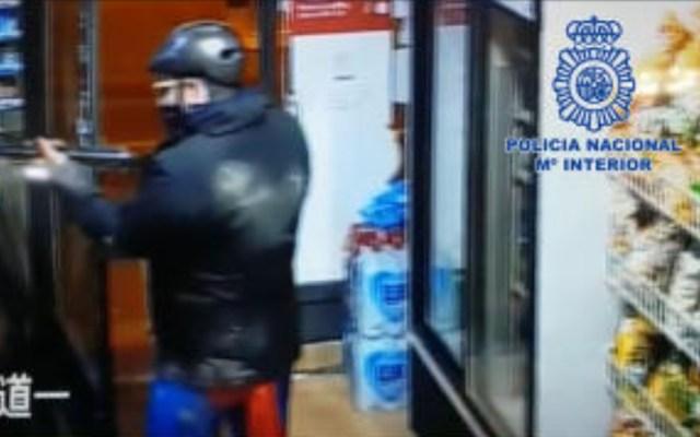 Detienen a sujeto que asaltaba tiendas disfrazado de Superman en España - Foto de Policía Nacional