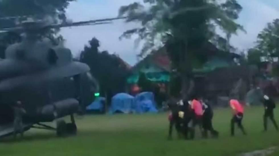 Rescatan a último niño y a entrenador atrapados en cueva de Tailandia - Foto de The Guardian