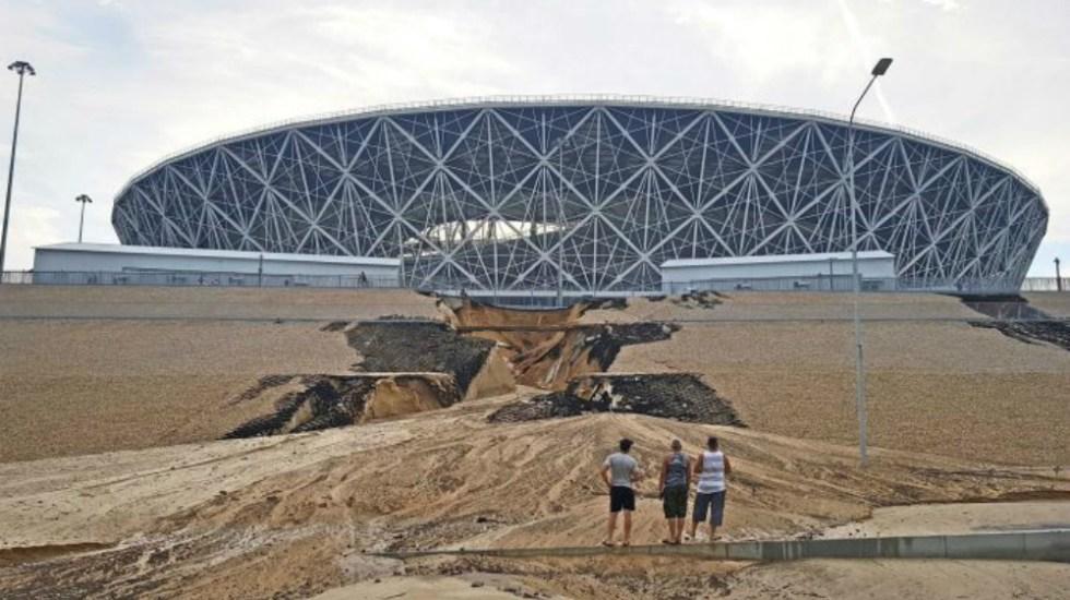 Lluvias en Rusia provocan socavón en estadio mundialista - Foto de AP