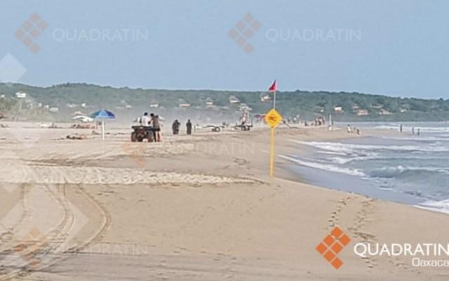 Arrastra corriente del mar a dos menores en playa de Oaxaca - Foto de Quadratin