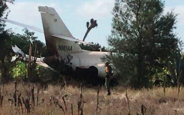 Avión pequeño que aterrizó de emergencia en SLP trasladaba autopartes - Foto Especial