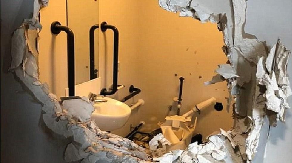 Capitán del Ejército destruye baño tras ser encerrado ebrio - Foto de Daily Mail