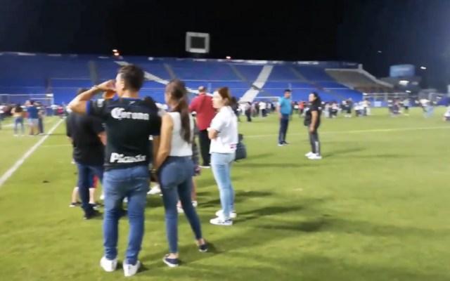 Dispara policía balas de salva para disuadir riña en partido del Ascenso MX - Foto de @superdeportivo