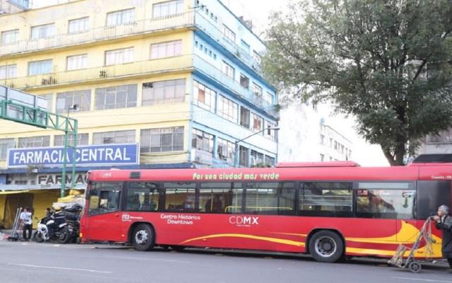 Choque entre Metrobús y microbús deja tres lesionados - Foto Especial