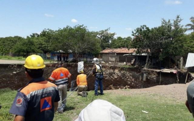 Desalojan 12 viviendas por socavón en Guerrero - Foto de @Foro_TV