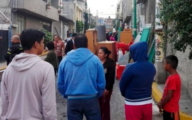Desalojan a familia en Iztapalapa - Foto de Excélsior