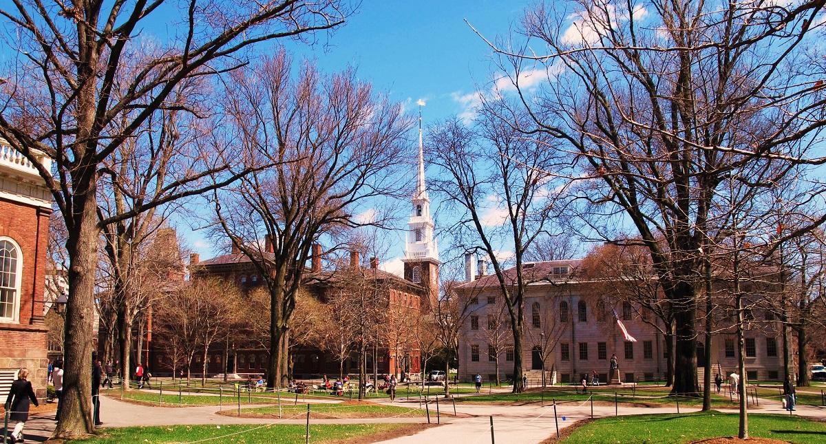 Gobierno de EUA pide llevar a juicio a Harvard por discriminación